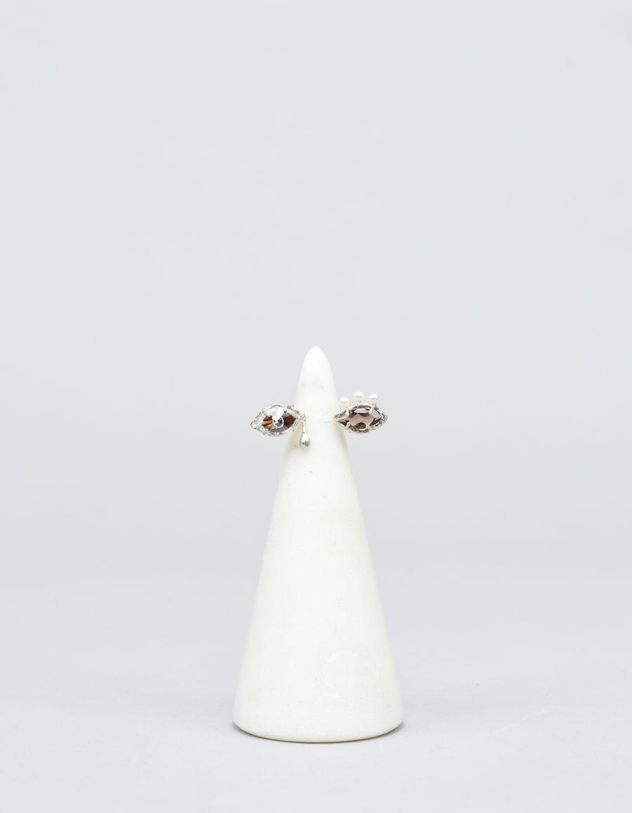 Yukie Deuxpoints Pearl Eyelash Crying Eye Ring